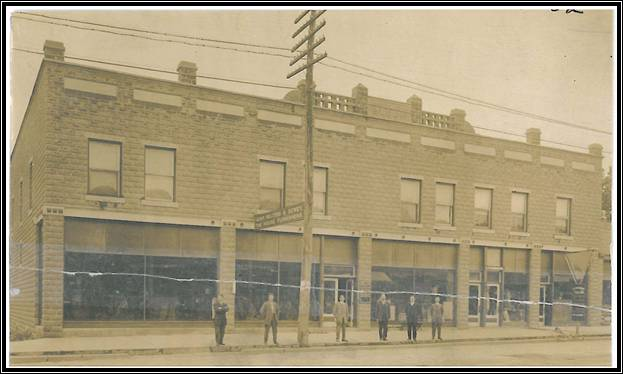 Gump, Walters & Dewey Furniture Store in 1913