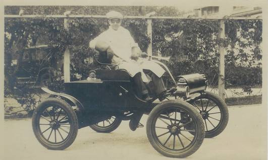 Tom Peabody & his 1903 Olds