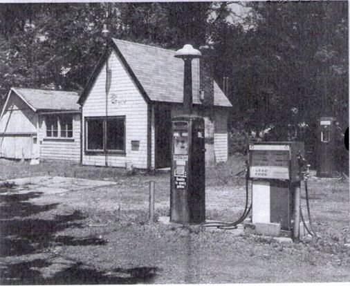Dusty Freel's Service Station in 1987, North Manchester